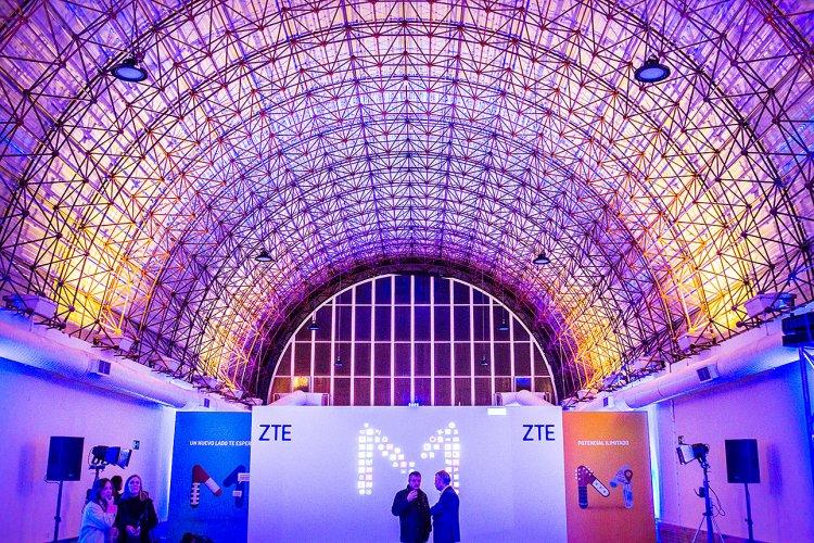 COONIC | ZTE AXOM M Presentation